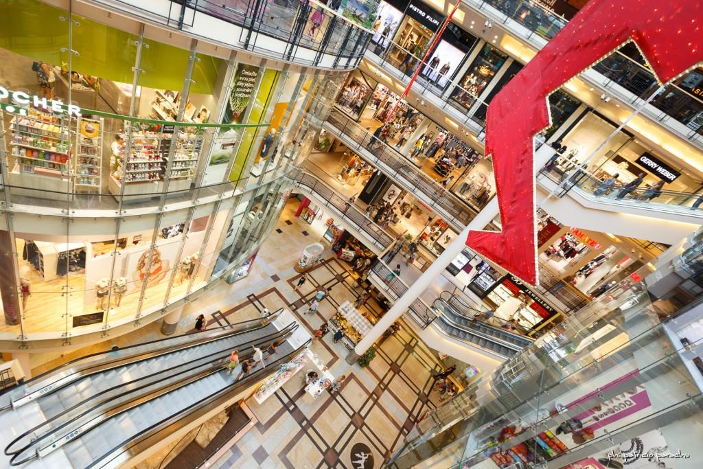 Palladium, un moderno mall de varios pisos en el medio de la ciudad.