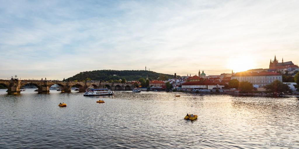 Hay varias opciones para navegar por el Sltava, desde pequeños botes a pedal hasta catamaranes.