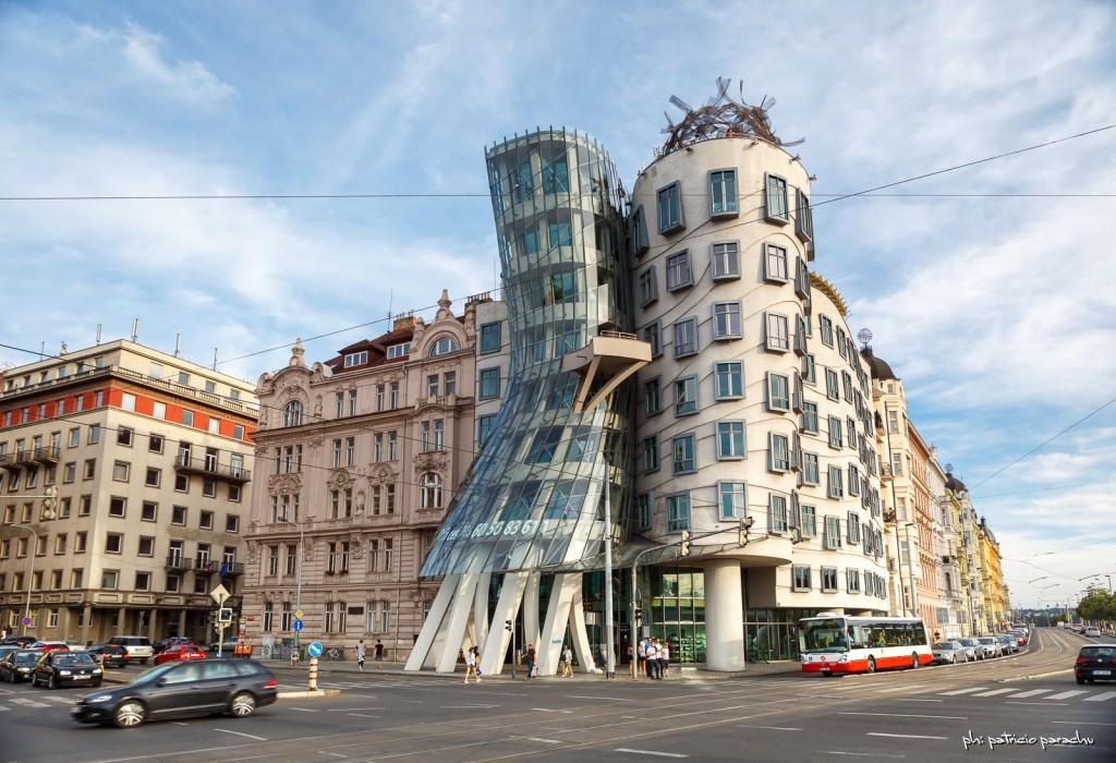 No sé bien qué es este edificio pero obviamente llama la atención y aparece seguido en las postales.
